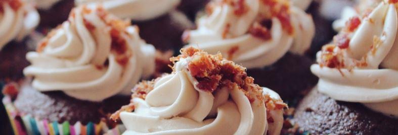 Chokladmuffins med hallongrädde